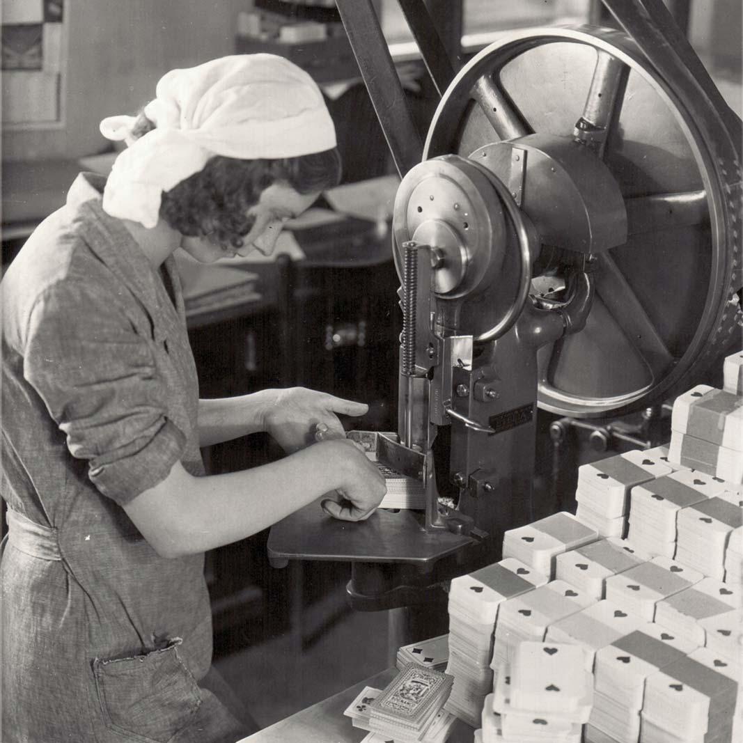 Modiano Immagine storica donna che lavora con una macchina